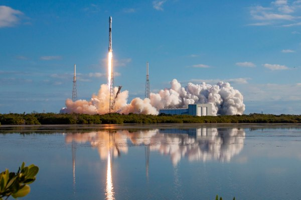 SpaceX launches 58 more Starlink satellites