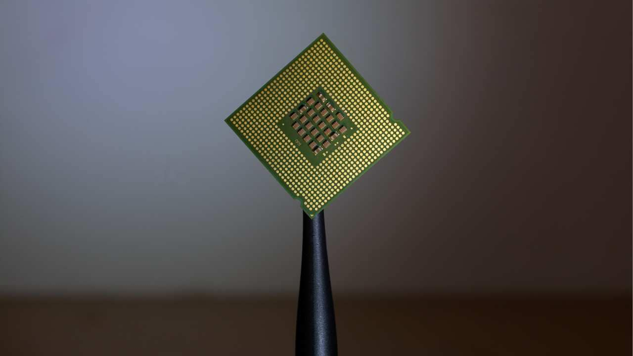 World's smallest memory device created to further energy-efficient computing chips- Technology News, Firstpost