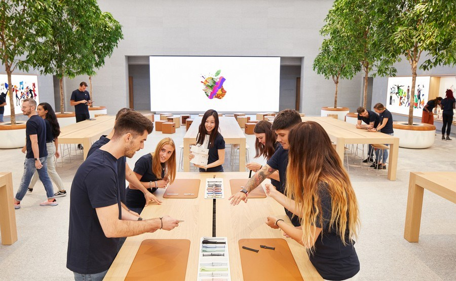 Apple Starts Accepting Developers Into Its Small Business Program