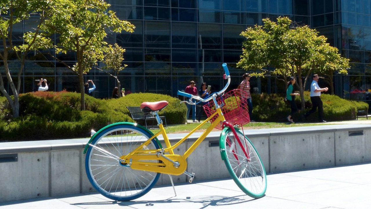 Google delays employees' return to office