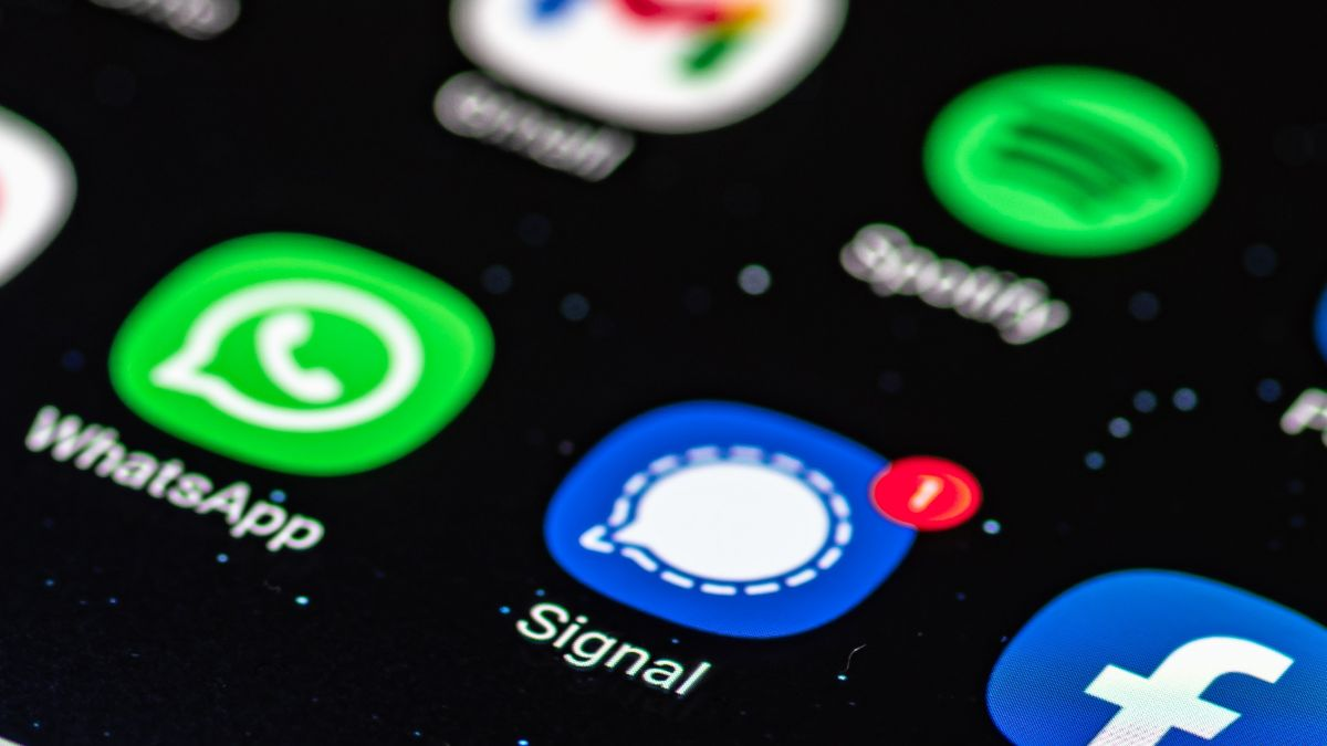 Signal aims to tempt WhatsApp users by borrowing some of its best features