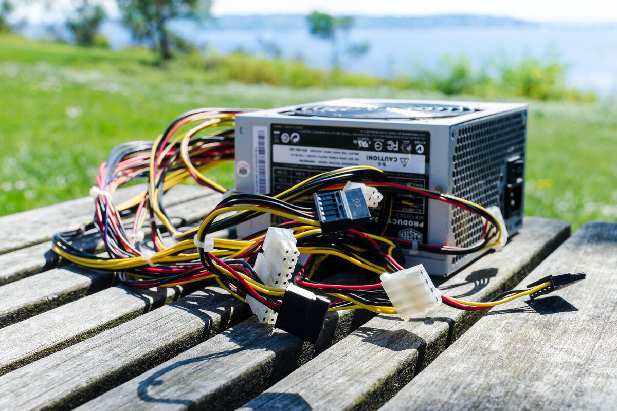 How to install a power supply in your PC