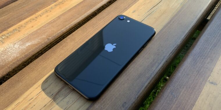 Report: Apple will introduce a new iPhone SE with A15, 5G in early 2022
